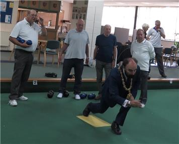 Cliff inspires the Town Mayor - Time for indoor bowls